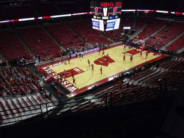 Kohl Center, sección: 311, fila: D, asiento: 6