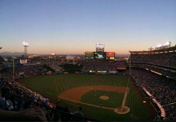 Angel Stadium, sección: V517, fila: A, asiento: 10