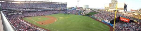 Angel Stadium, sección: V429, fila: A, asiento: 4