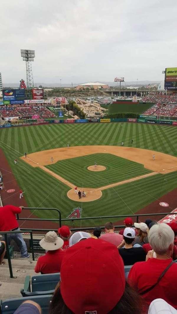 Angel Stadium, sección: V420, fila: G, asiento: 2