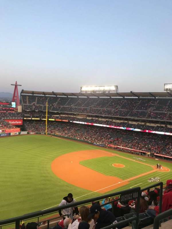 Angel Stadium, sección: V509, fila: A, asiento: 18