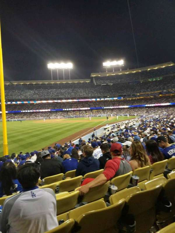 Dodger Stadium, sección: 49FD, fila: R, asiento: 20