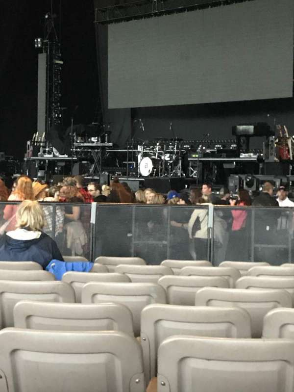 Xfinity Theatre, sección: 100, fila: P, asiento: 112