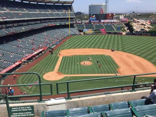 Angel Stadium, sección: V424, fila: D, asiento: 1