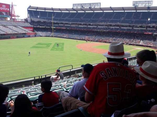 Angel Stadium, sección: C306, fila: H, asiento: 10