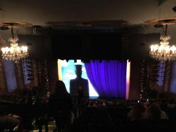 Lunt-Fontanne Theatre, sección: Rear Mezzanine RC, fila: M, asiento: 104