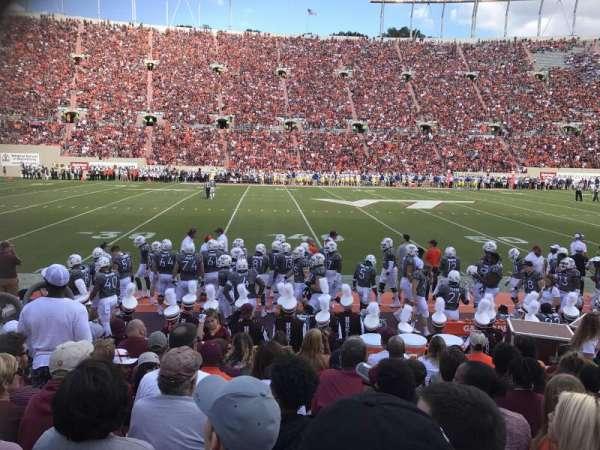 Lane Stadium, sección: 10, fila: J, asiento: 21