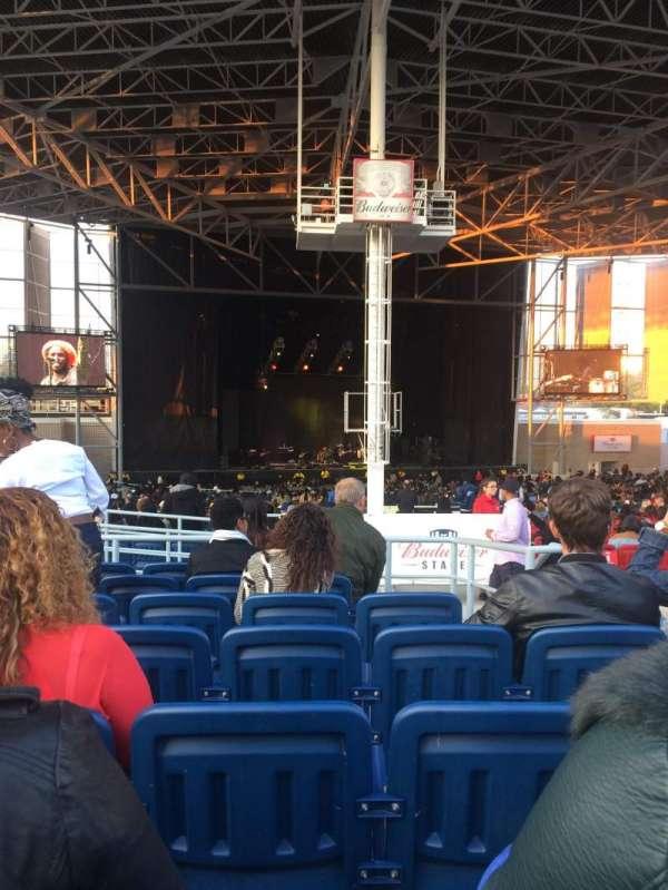 Budweiser Stage, sección: 407, fila: g, asiento: 3