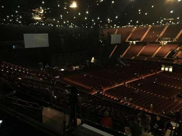 The Forum, sección: 230, fila: 7, asiento: 13