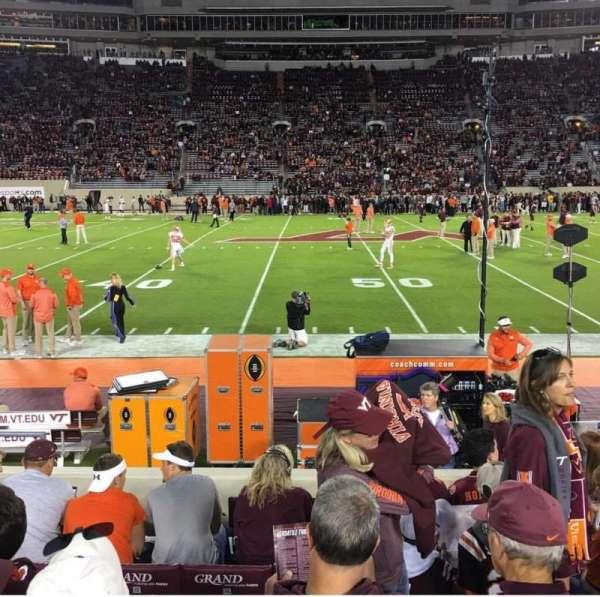 Lane Stadium, sección: 11, fila: H, asiento: 12
