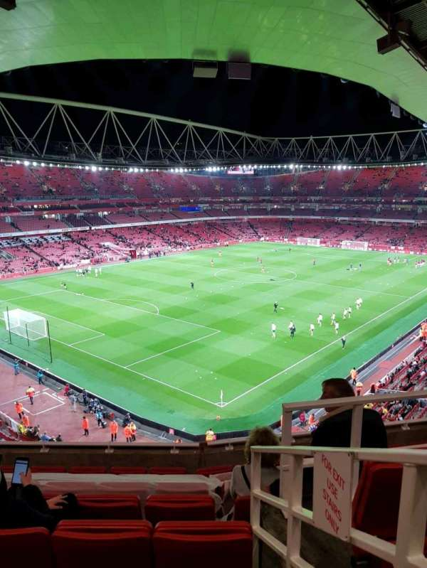 Emirates Stadium, sección: 119, fila: 8, asiento: 779