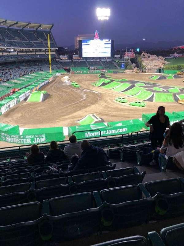 Angel Stadium, sección: C331, fila: H, asiento: 13