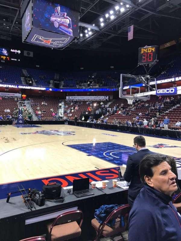 Mohegan Sun Arena, sección: 12, fila: B, asiento: 4