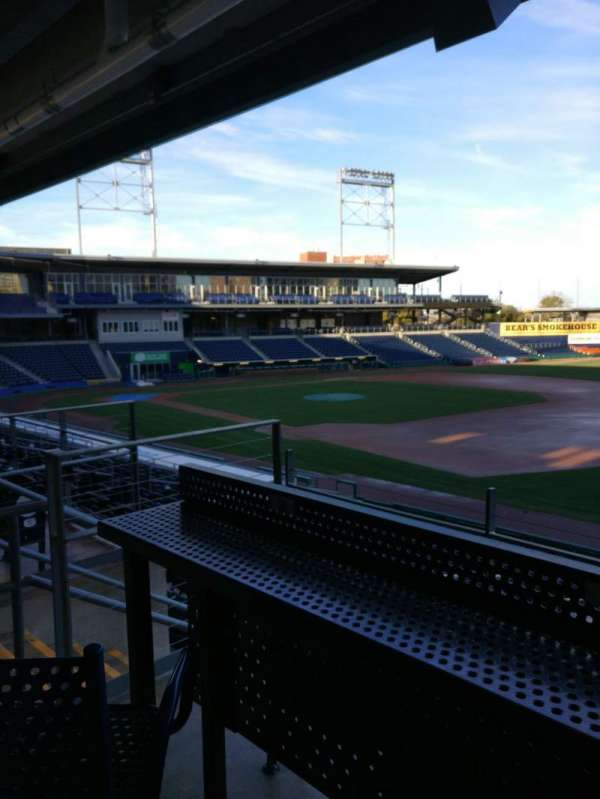 Dunkin' donuts park, sección: 103, fila: High Top Swivel Chair, asiento: S12