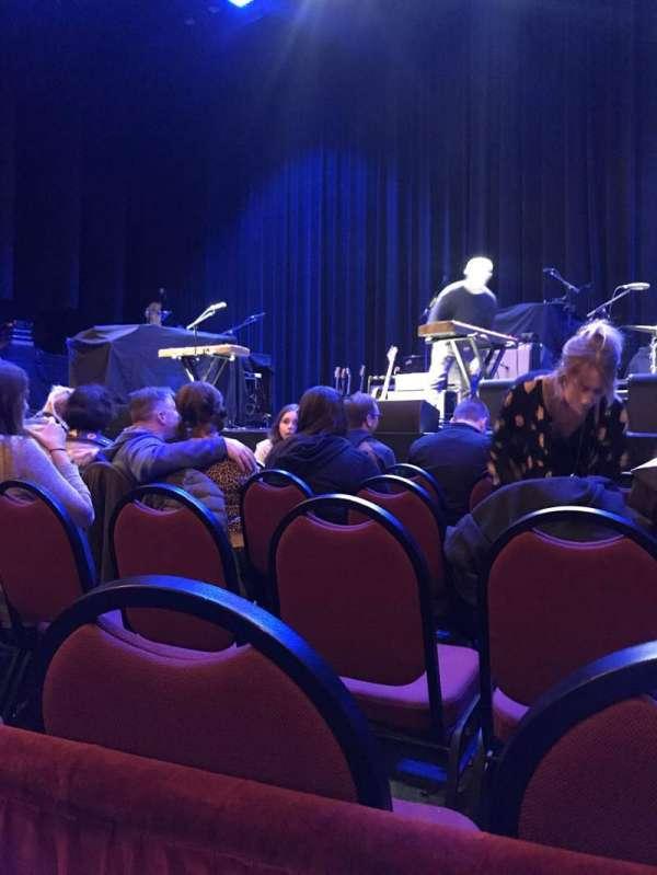 Chicago Theatre, sección: MNFL4R, fila: AA, asiento: 418