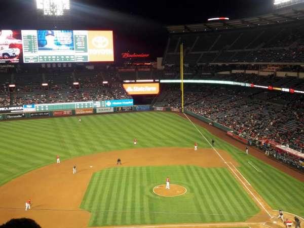 Angel Stadium, sección: V413, fila: D, asiento: 7