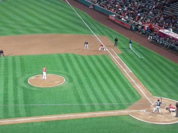 Angel Stadium, sección: V413, fila: D, asiento: 6