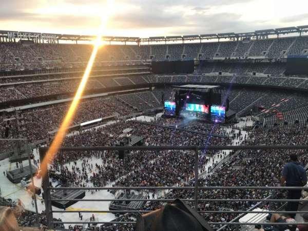 MetLife Stadium, sección: 320, fila: 6, asiento: 11