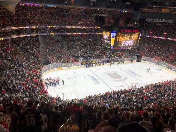 T-Mobile Arena, sección: 220, fila: Q, asiento: 1