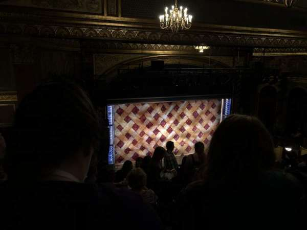 Brooks Atkinson Theatre, sección: Left Mezzanine, fila: L, asiento: 5