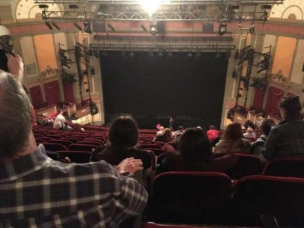 Neil Simon Theatre, sección: MEZZ, fila: T, asiento: 117
