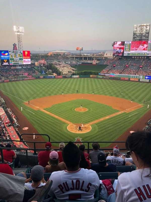 Angel Stadium, sección: V419, fila: G, asiento: 3