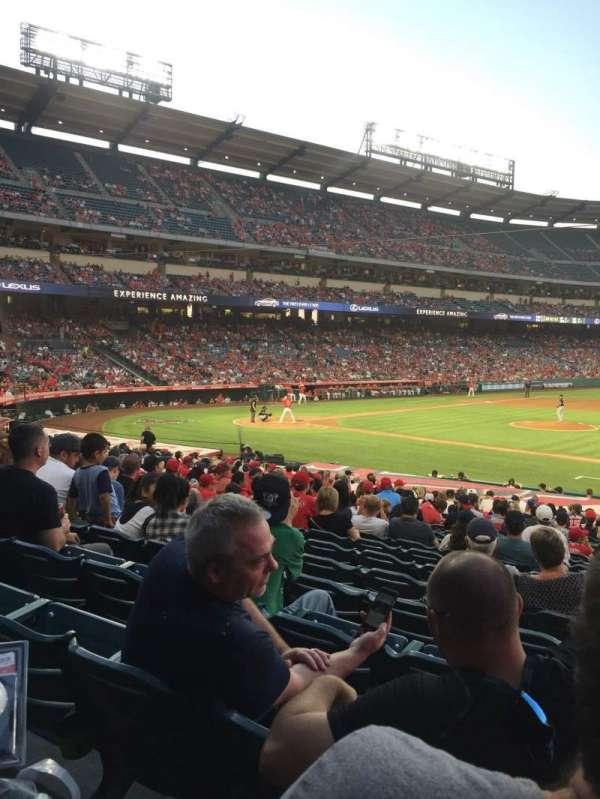 Angel Stadium, sección: F125, fila: Y, asiento: 12