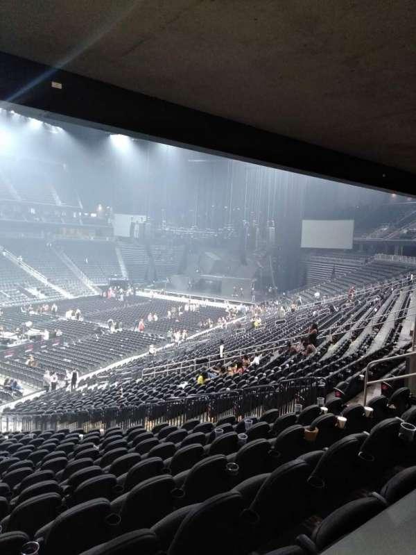 T-Mobile Arena, sección: 13, fila: Table 3, asiento: Box Seat