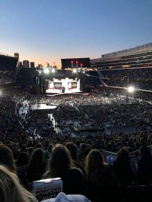 Soldier Field, sección: 325, fila: 9, asiento: 18