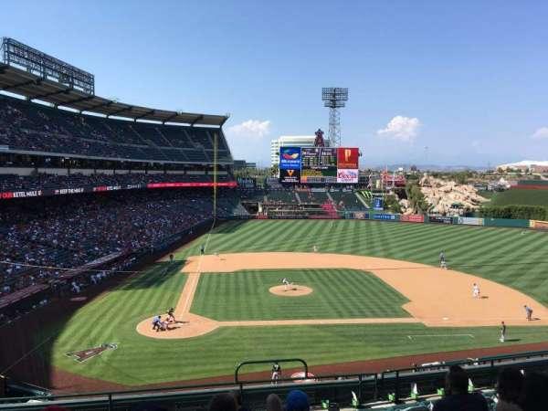 Angel stadium, sección: C332, fila: H, asiento: 12