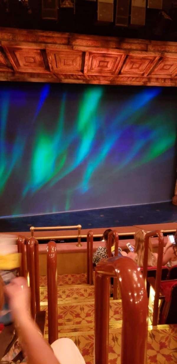 St. James Theatre, sección: Mezzanine, fila: F, asiento: 1