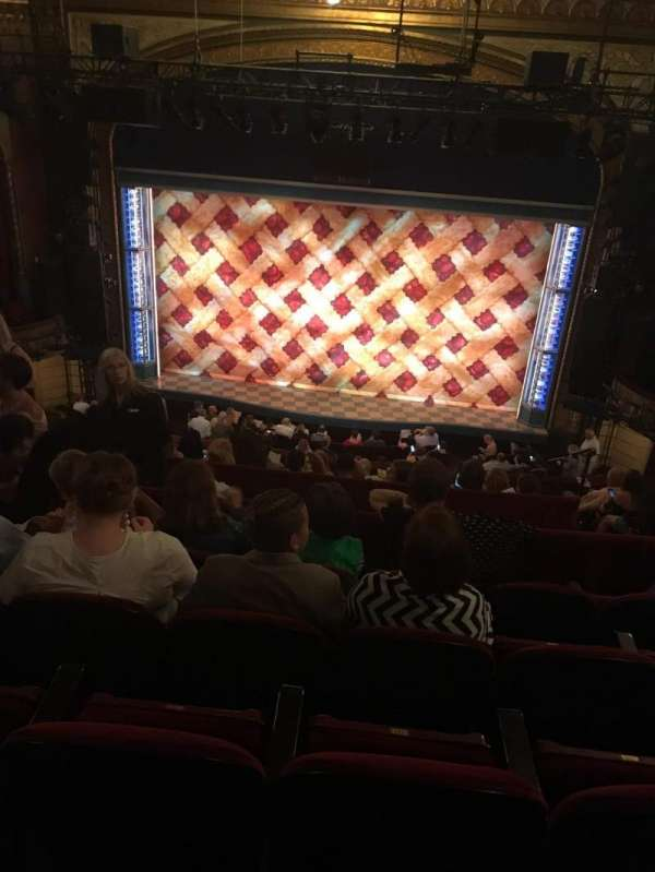 Brooks Atkinson Theatre, sección: Mezzanine, fila: J, asiento: 111