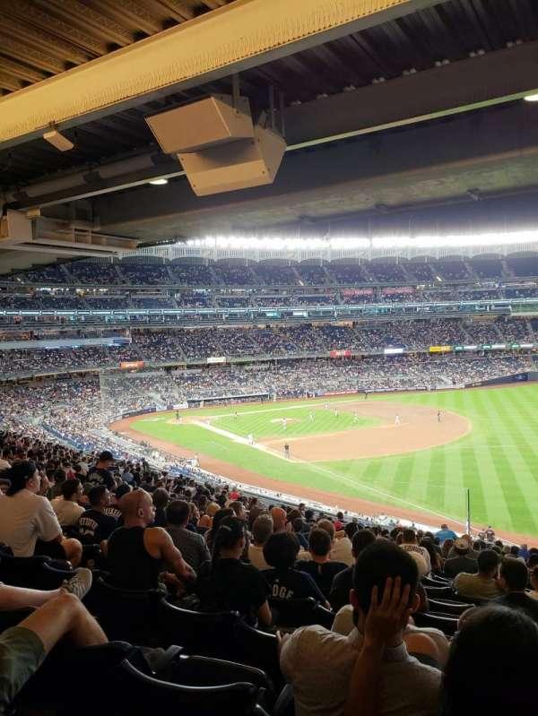 Yankee Stadium, sección: 210, fila: 22, asiento: 10