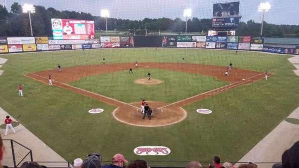 Five County Stadium, sección: 210, fila: H, asiento: 10