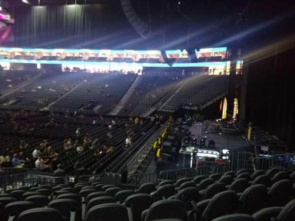 T-Mobile Arena, sección: 18, fila: M, asiento: 6
