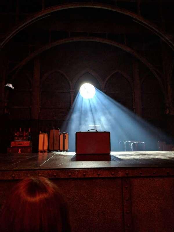 Lyric Theatre, sección: Orchestra, fila: A, asiento: 1