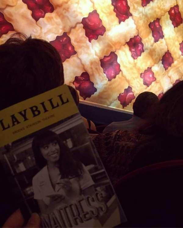 Brooks Atkinson Theatre, sección: ORCH, fila: B, asiento: 102
