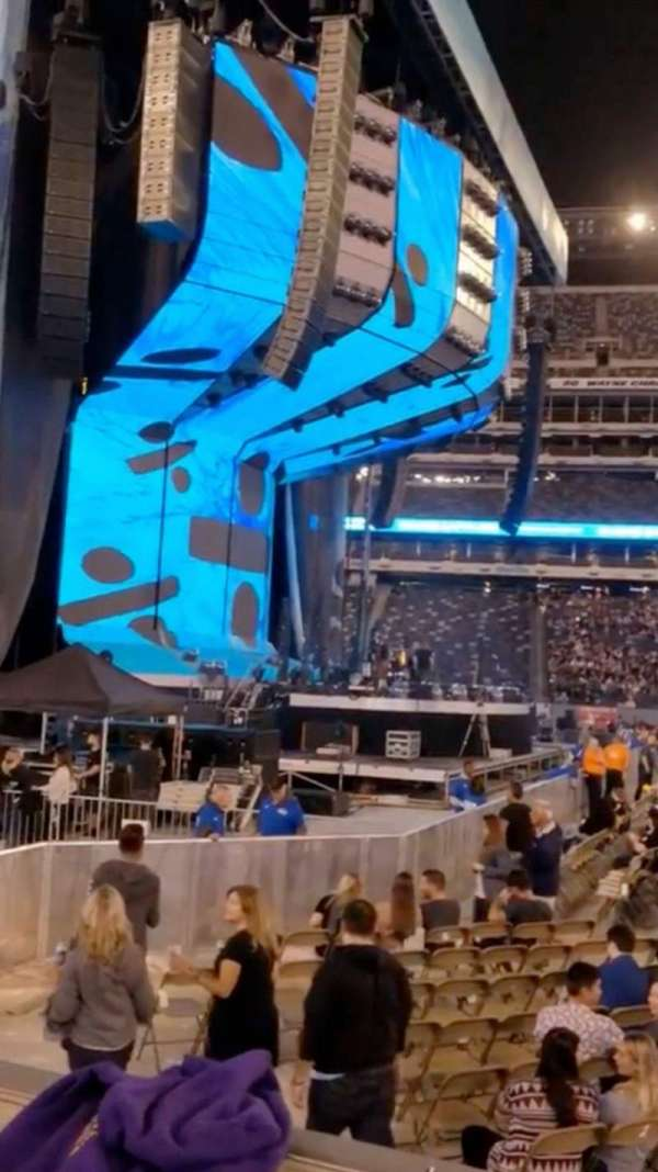 MetLife Stadium, sección: 142, fila: 2, asiento: 9-10