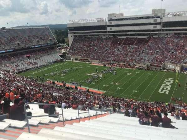 Lane Stadium, sección: 23, fila: 5J, asiento: 10