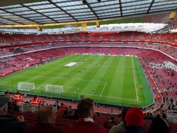 Emirates Stadium, sección: Clock end, fila: 18, asiento: 850