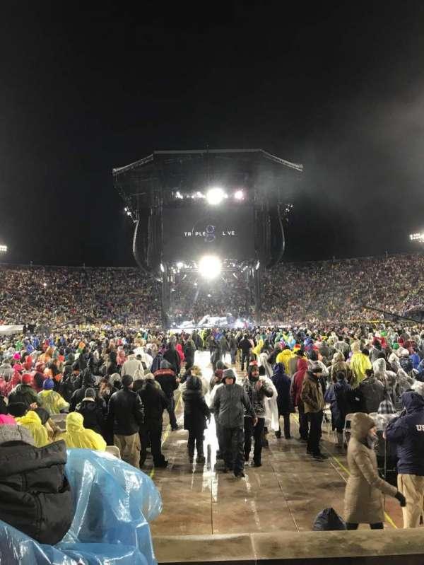 Notre Dame Stadium, sección: 19, fila: 6, asiento: 16-17