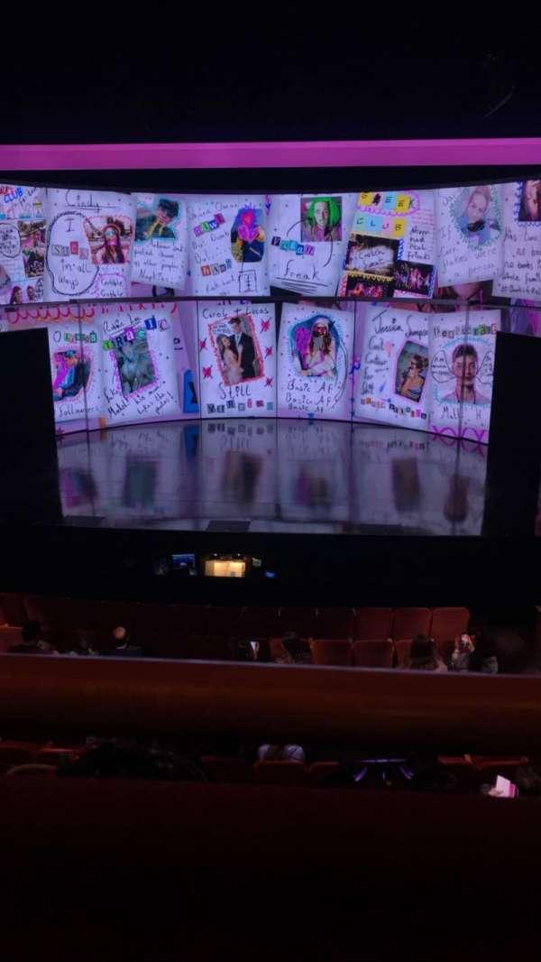 August Wilson Theatre, sección: front mezzanine, fila: A, asiento: 104