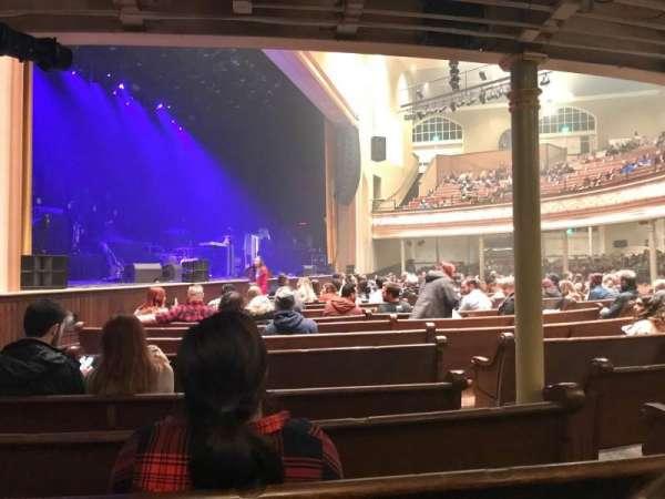 Ryman Auditorium, sección: 8, fila: Q, asiento: 4