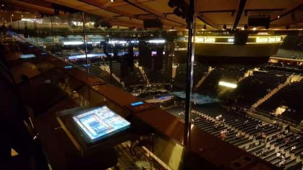 Madison Square Garden, sección: 328, fila: 1, asiento: 1