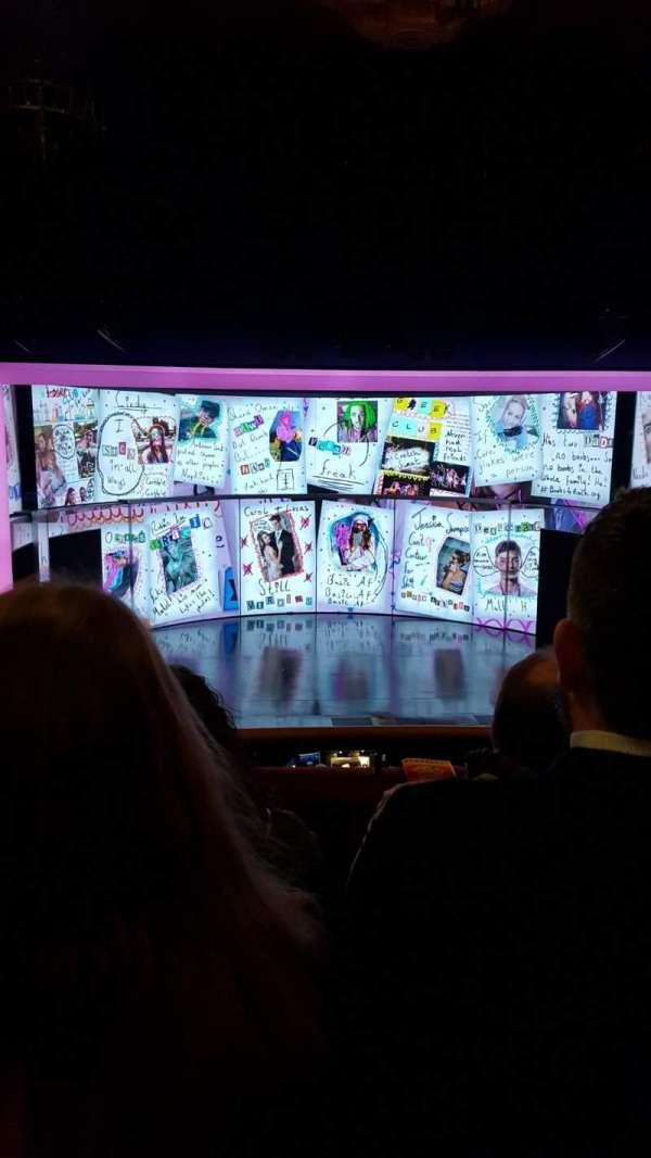 August Wilson Theatre, sección: MezzC, fila: C, asiento: 111