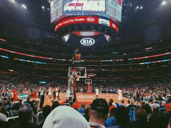 Staples Center, sección: 115, fila: J, asiento: 9