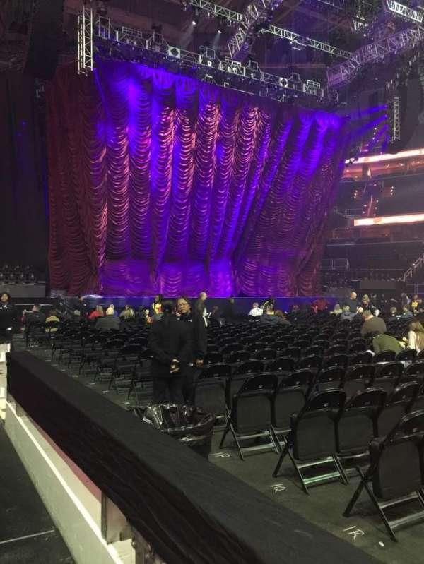 Capital One Arena, sección: 100, fila: A, asiento: 11