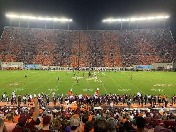 Lane Stadium, sección: 10, fila: BB, asiento: 26
