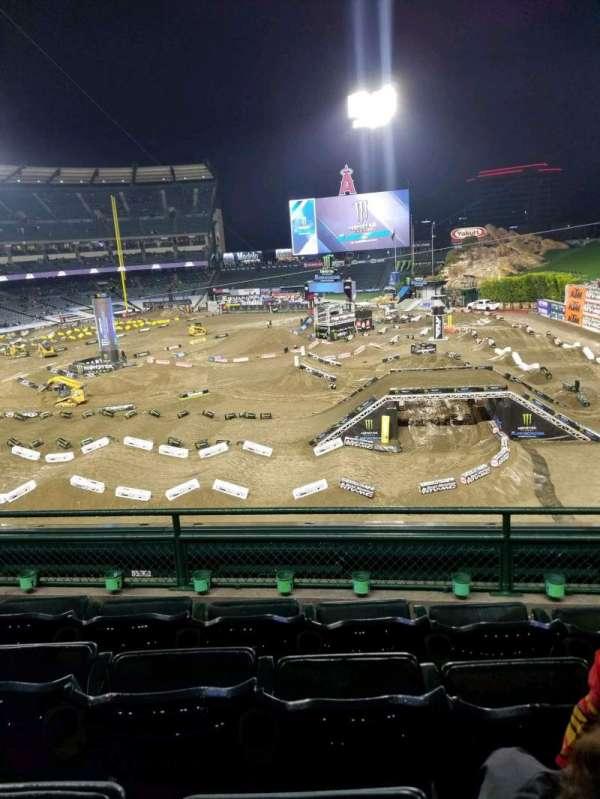 Angel Stadium, sección: 343, fila: D, asiento: 11