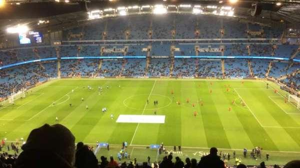Etihad Stadium (Manchester), sección: 325, fila: CC, asiento: 720